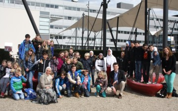 Young Scientists Ambassador Programme outreach in the Netherlands: Ghada Bassioni and Wilfred van der Wiel meet Dutch 8th graders