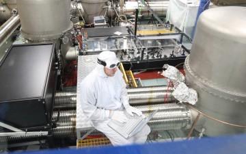 Stefan Hild at work in the Lab. Image: © Stefan Hild