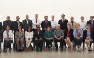 GYA members Daniel Limonta Velázquez (from left to right, first in the back row) and Teresa Stoepler (from right to left, sixth in the front row) in a group photo of workshop participants
