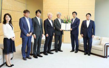 GYA members Wataru Iwasaki and Yoko Shimpuku present G7 Academies Statement to Prime Minister of Japan